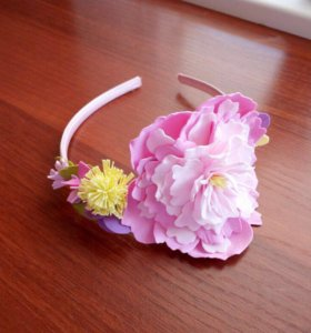 Яркий ободок с розовым пионом