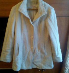Продам пальто размер 48.