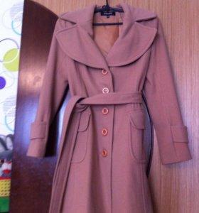 Новое пальто из шерсти (80% в составе)