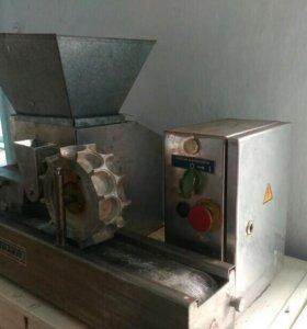 Аппарат для изготовления пельменей и вареников