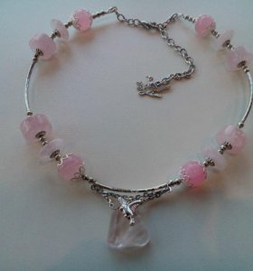 Колье и браслет из бусин розового кварца