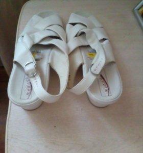 Новая кожаная обувь