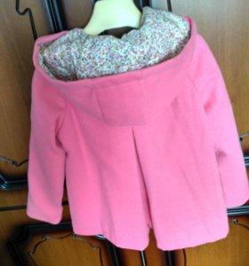 Пальто для девочки 4-5 лет