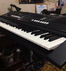 Продаю синтезатор Yamaha psr e 423 с подставкой