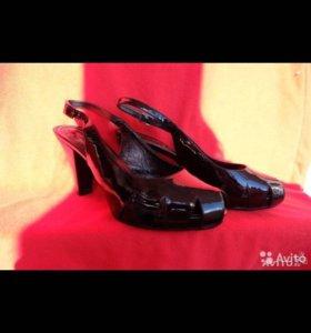 Туфли лаковые новые из Италии