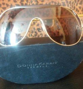 Солнечные очки DKNY