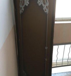 Продам входную дверь( возможен торг)