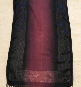 Темный шарф с бахромой