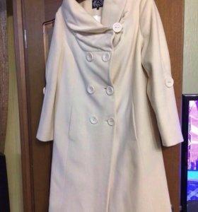 Продаю пальто демисезонное.