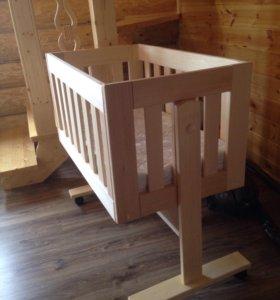 Детская приставная кроватка из липы на колёсиках