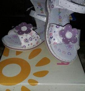 Сандалии для девочки babyGo
