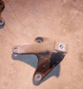 Крепление коробки Ford focus 2 тринога