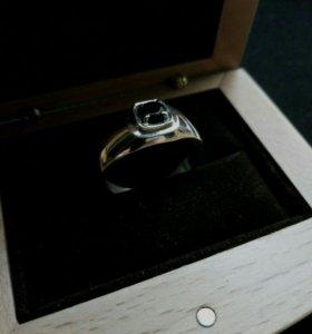 18.5 Кольцо с чёрным фианитом .