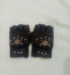 Перчатки в пиратском стиле