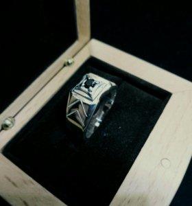 19.0 кольцо с чёрным фианитом