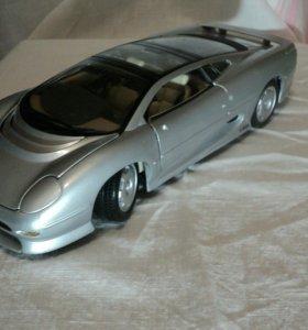 Коллекционная модель Jaguar XJ220