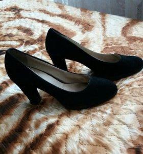 Туфли черные в хорошем состоянии.