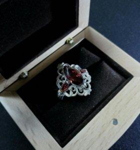 19.0 кольцо с красными фианитом
