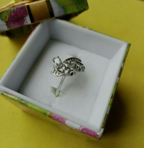 19.0 кольцо с белыми фианитами
