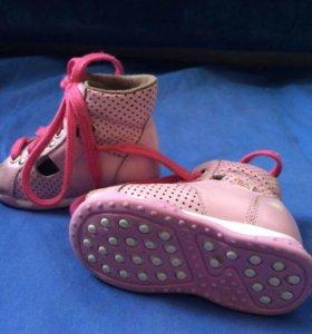 Ортопедические ботинки на первые шаги