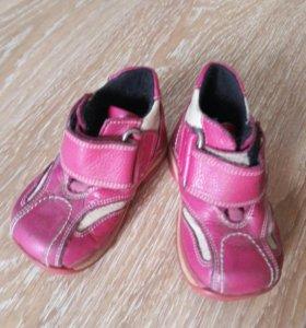 Детская обувь (цена за 2 пары)