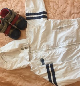 Детская ветровка и ботинки