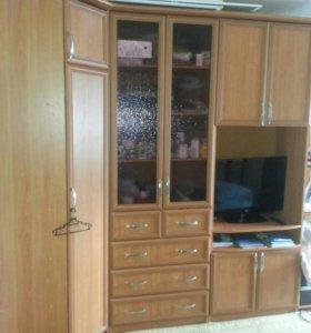 Шкаф трёхсекционный