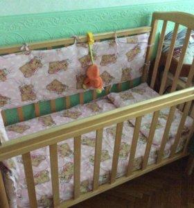 Кроватка- маятник с хорошим широким матрасом