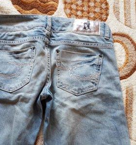 Новые джинсы Collin's