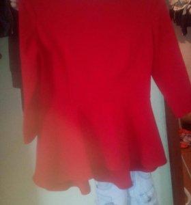 Продаю кофту красную