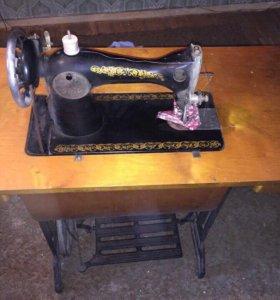 Ножная швейная машинка ПМЗ
