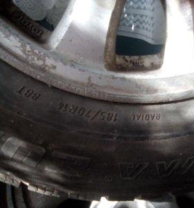 Продам колеса 185/70R 14 цена за литье , резина в