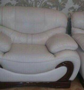 Кожаный диван с креслом