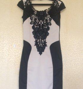Платье футляр с кружевной вставкой