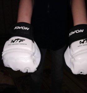 Перчатки для карате, мма, тэквондо, самбо.