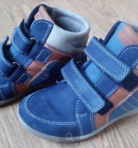 Ботинки для мальчика (новые)