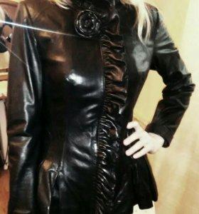 Продаю женскую куртку из натуральной кожи