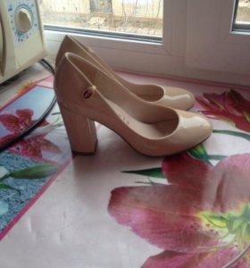 Новые туфли молочного цвета