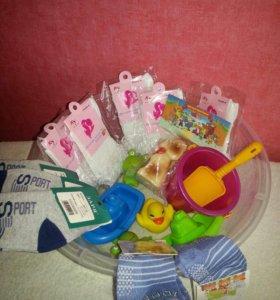 Носочки,шапки,шарфы,мелкие игрушки для малышей