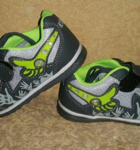 Детские кросовки новые