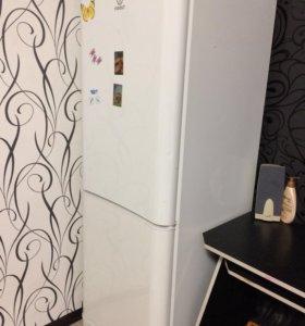 Холодильник,требуется ремонт или замена двигателя.