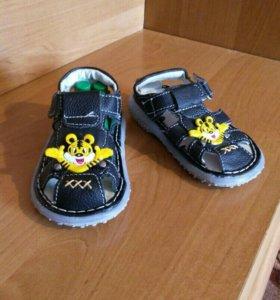 Кожаные новые сандали