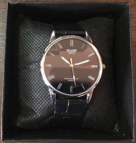 Классические часы с подарочной коробочкой