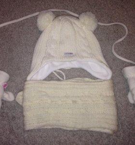 Зимняя шапочка с шарфиком и варежки