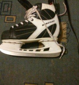 Продам хокейные коньки nordway