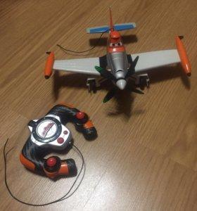 Самолет Дасти на радиоуправлении
