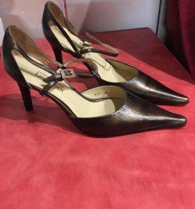 Новые кожаные туфли Laura Berti р.36