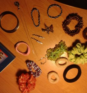Резинки, подвески, заколки, браслеты