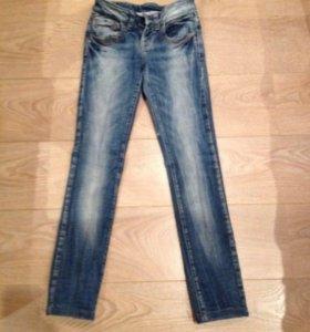 Почти новые джинсы Zara