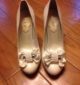 Туфли кремовые
